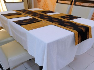 Table runner and Placemats set (7PCS)
