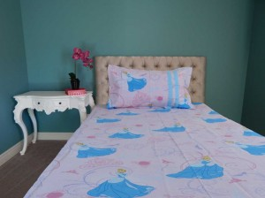 Princess & Heels Cartoon Single Bed Sheet (Pink)